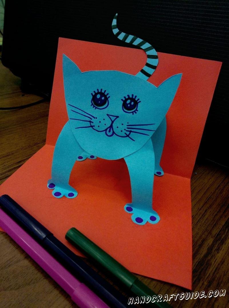 Как сделать котика из бумаги, да ещё и в такой красивой открыточке, вы узнаете прямо сейчас.