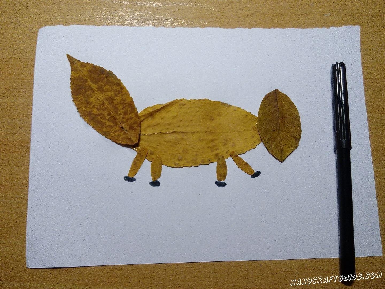 очень простая поделка лисицы из листьев
