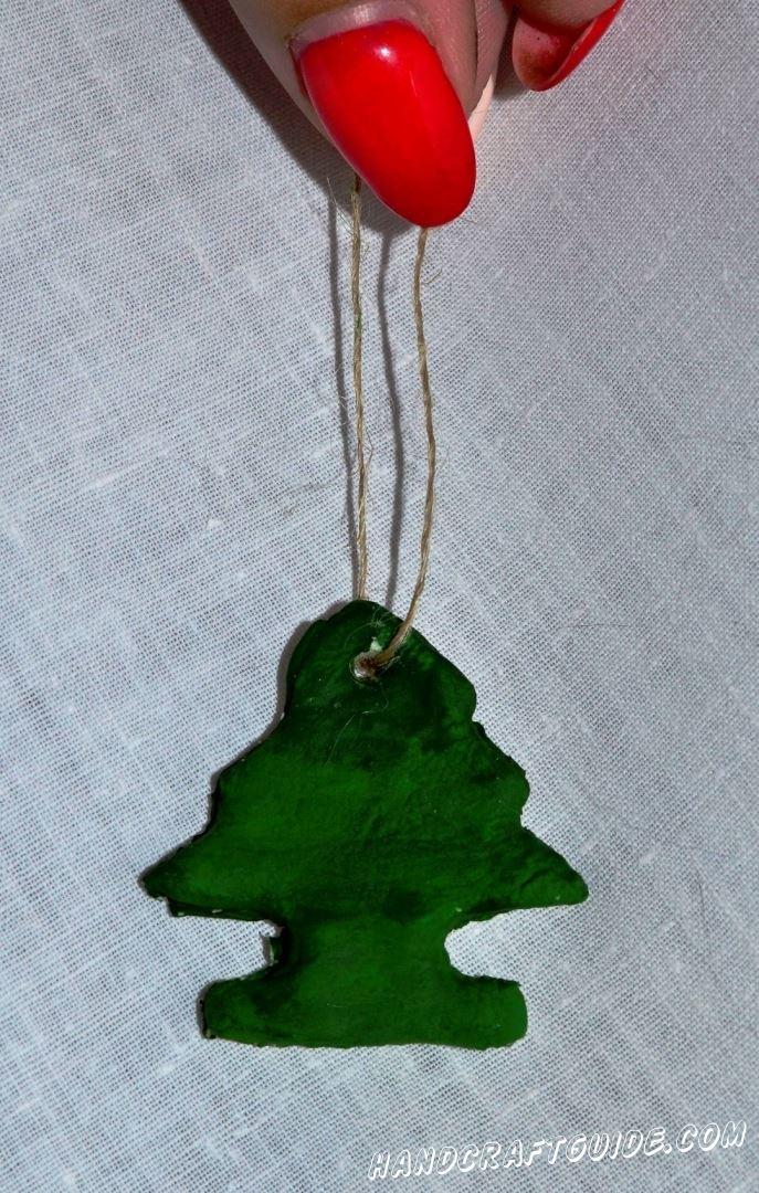 Такое украшение точно будет интересно Дедушке Морозу и он не пройдет мимо. Счастливых праздников, друзья!