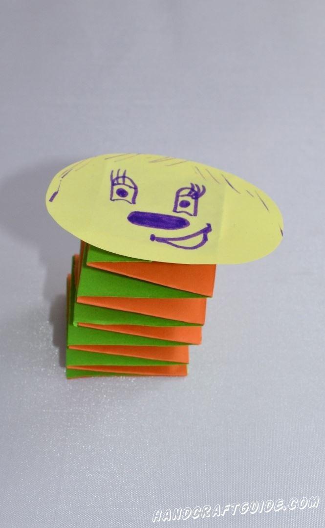 Самая красивая гусеница теперь украшает ваш дом, а ещё это отличная игрушки из бумаги.