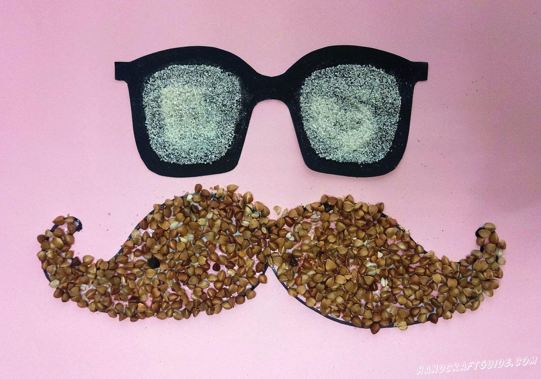 аппликация для мальчиков из гречки и манки усы и очки