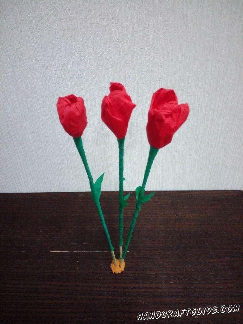 Замечательные тюльпаны из цветной гофрированной бумаги, мы сделаем прямо сейчас.