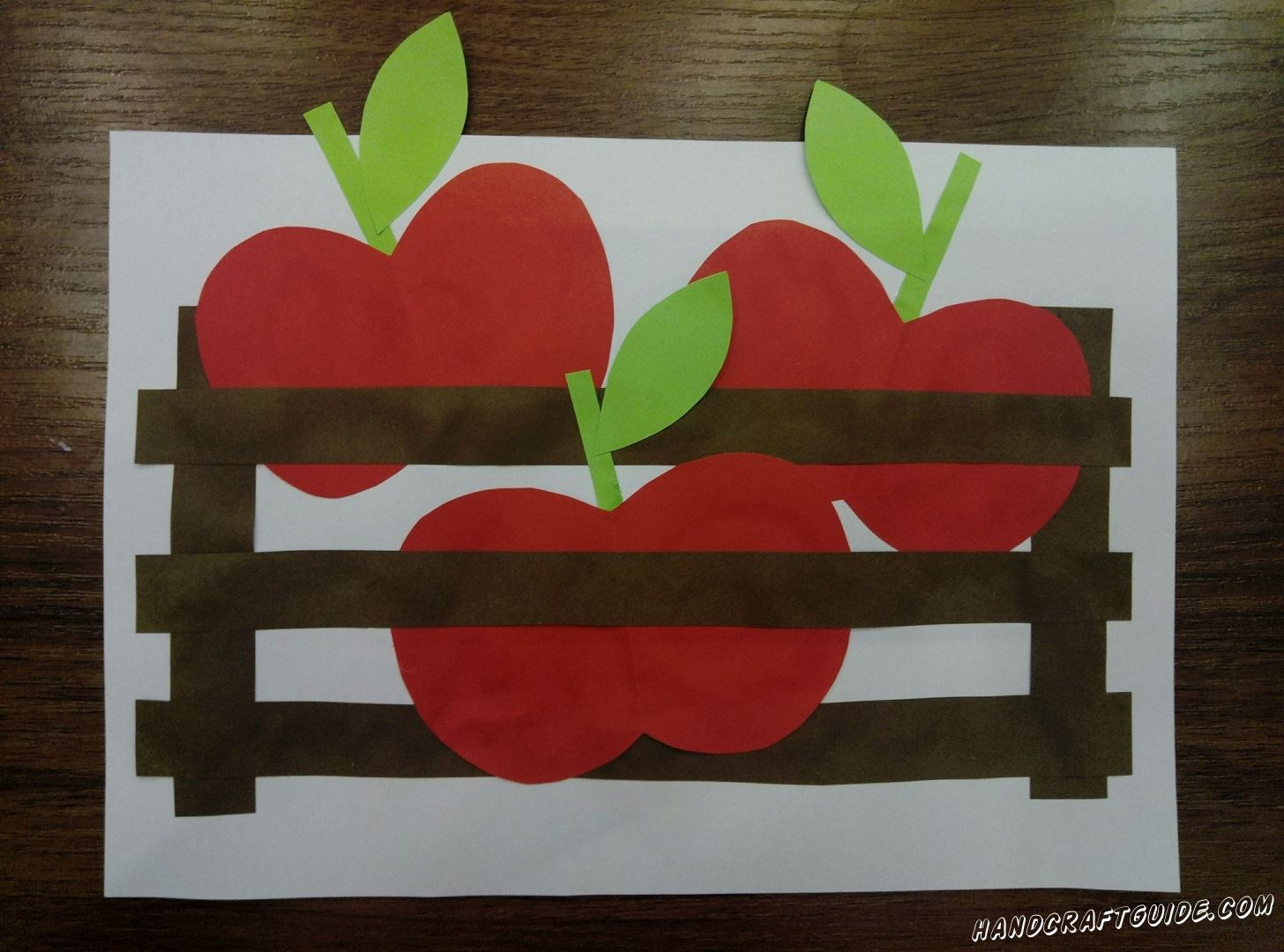 Яблоки в корзине из цветной бумаги, специально для вас!