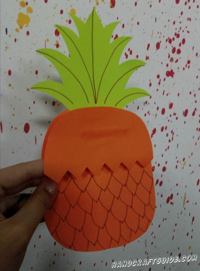 Отправляемся в Африку, и привозим оттуда ананас из цветной бумаги, не менее красивый, хоть и его нельзя скушать