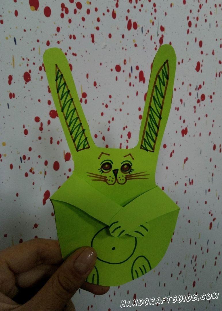 Как с формы своей ладошки сделать зайчика из цветной бумаги, мы узнаем прямо сейчас.