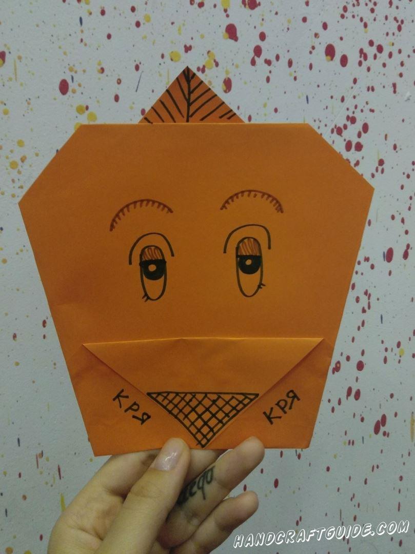 Учимся делать уточку из цветной бумаги, с помощью техники оригами.