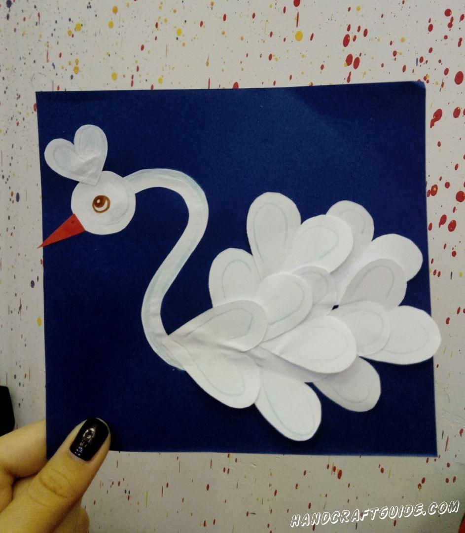 Этот красивый лебедь из цветной бумаги, привнесёт любви в ваш дом.