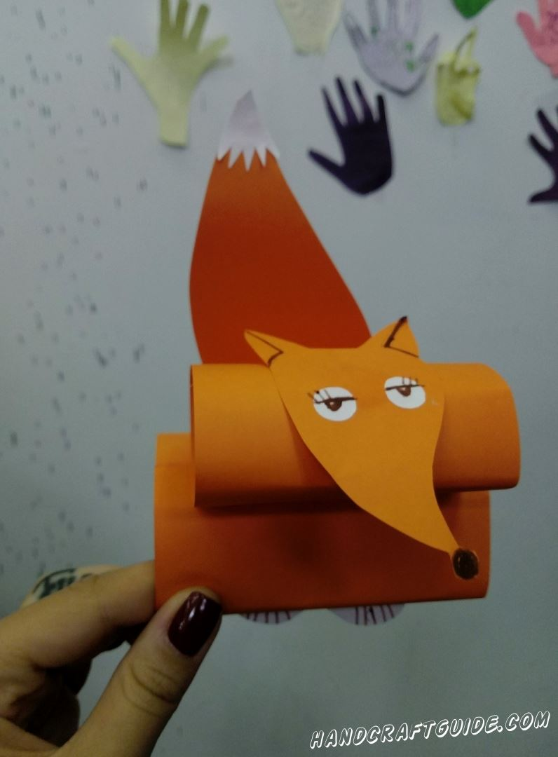 Хитрая лисичка из цветной бумаги, специально для вас.