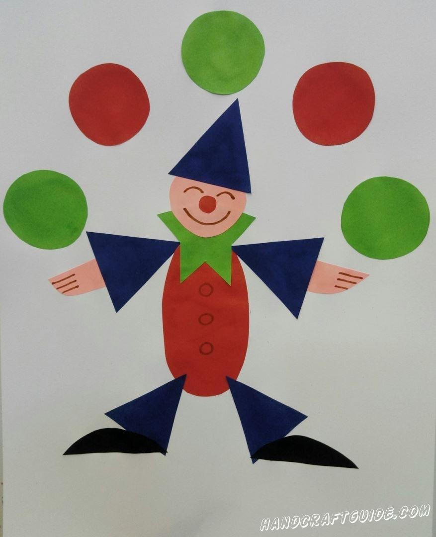 Давайте покажем всем как этот клоун из цветной бумаги, круто жонглирует мячами