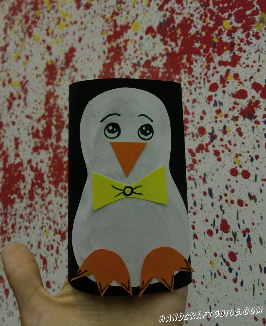 Какой красивый пингвин из цветной бумаги, как будто в смокинге.