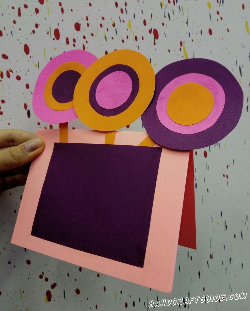 Конфетки из бумаги разбавят яркими красками вашу комнату.