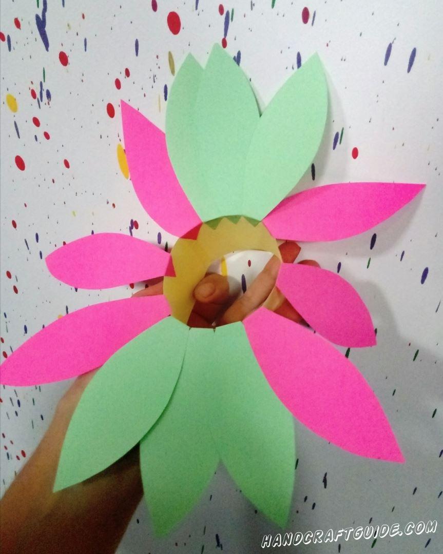 Приступаем к выполнению замечательной поделки, а именно, цветочек из цветной бумаги, своими руками!