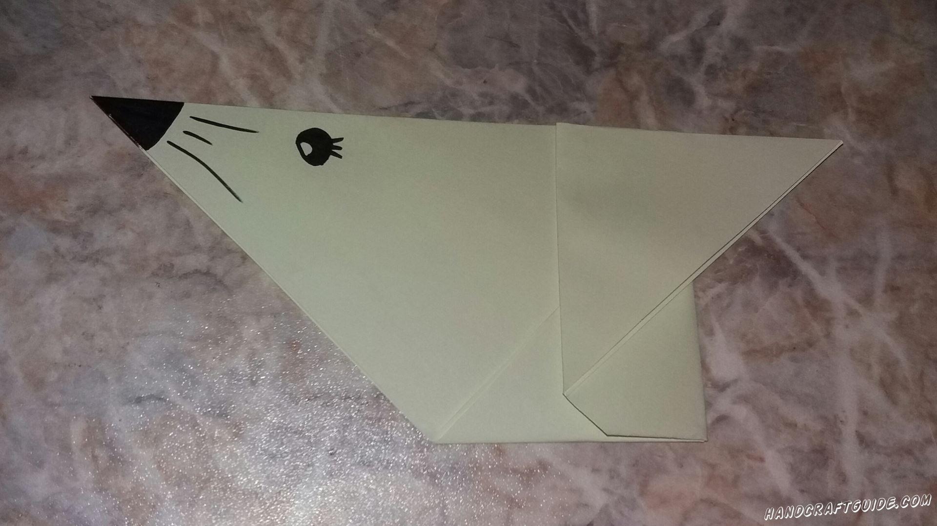 Давайте сделаем классного морского котика из бумаги, с помощью техники оригами