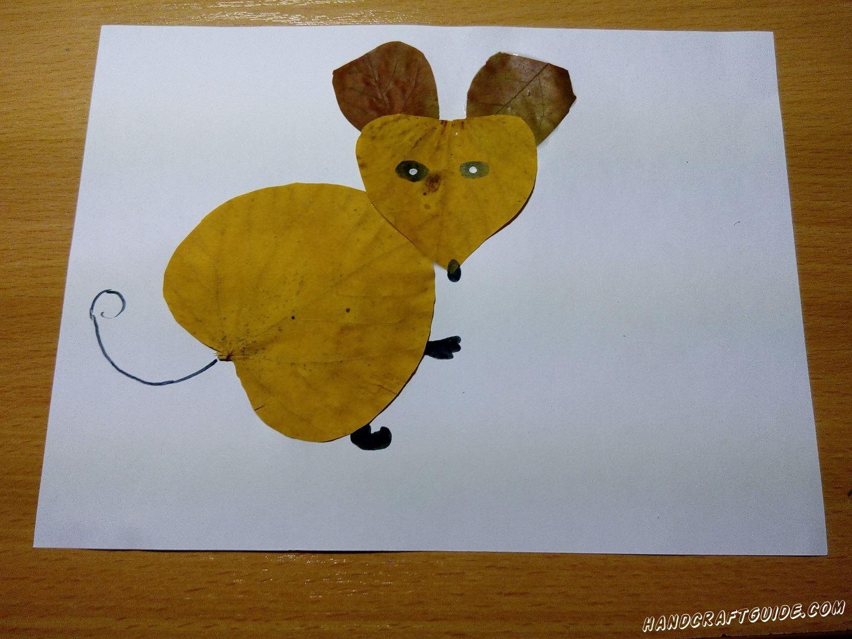 мышка из осенних листьев
