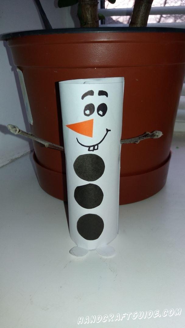 Сказочный снеговик из бумаги будет также радовать нас, как и Эльзу в мультфильме.