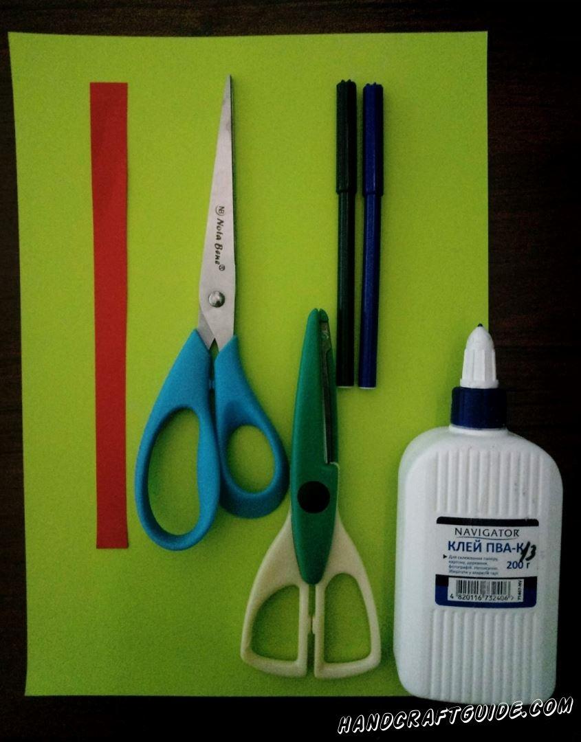 Для этого нам понадобится: Цветная бумага Ножницы Фигурные ножницы Клей Фломастеры