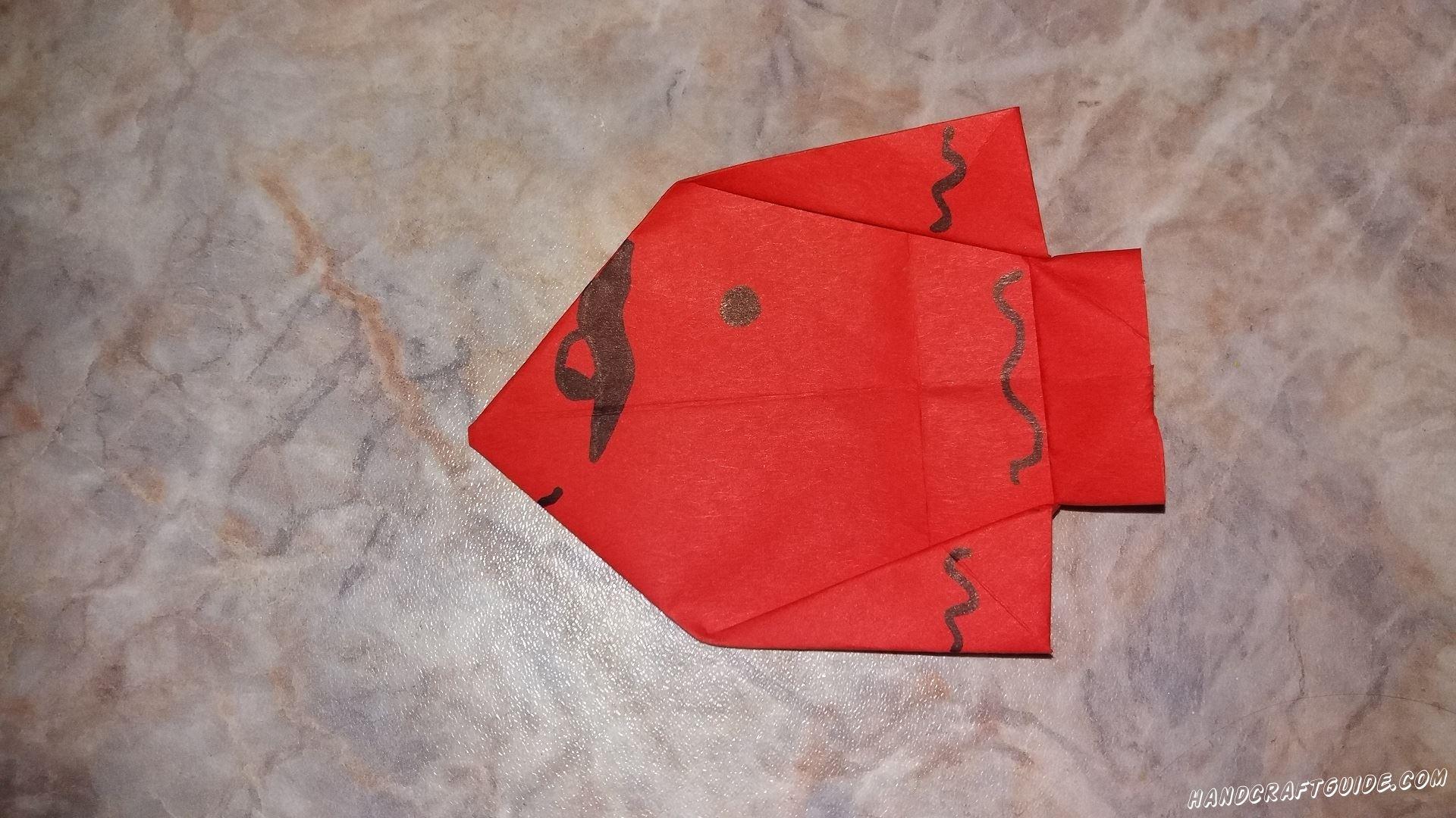 Сейчас мы сделаем крутую рыбку, используя технику оригами.