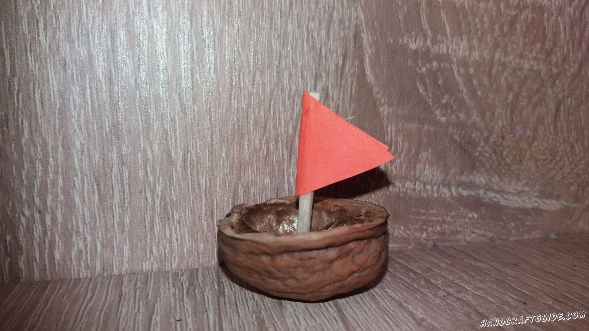Кораблик из скорлупы ореха очень легко
