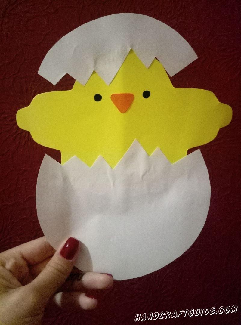 Сегодня мы сделаем вот такого милого цыпленка, вылезающего из яичка.