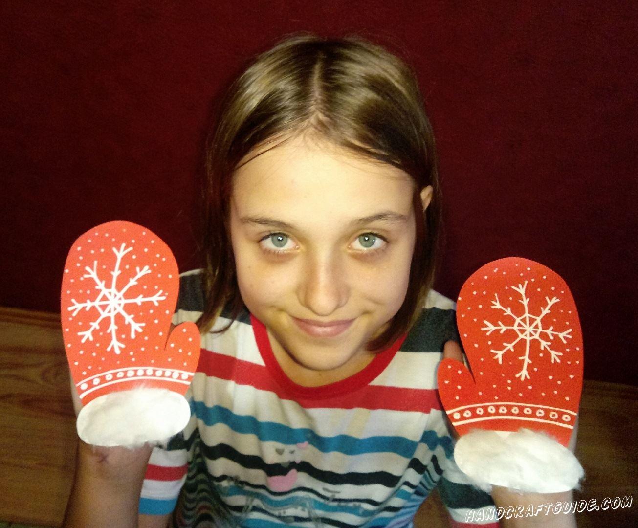 А продолжаем выпускать эскизы модной одежды, и сегодня мы выпускаем свою серию замечательных зимних рукавиц.