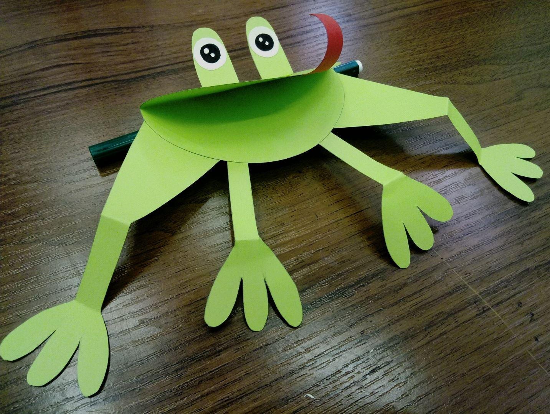 Самая довольная жабка из цветной бумаги, сможет подымать тебе настроение каждый день. Осталось сделать парочку простых шагов