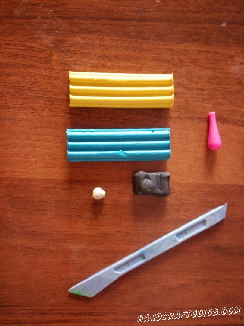 Для выполнения данной поделки нам понадобится: Цветной пластилин