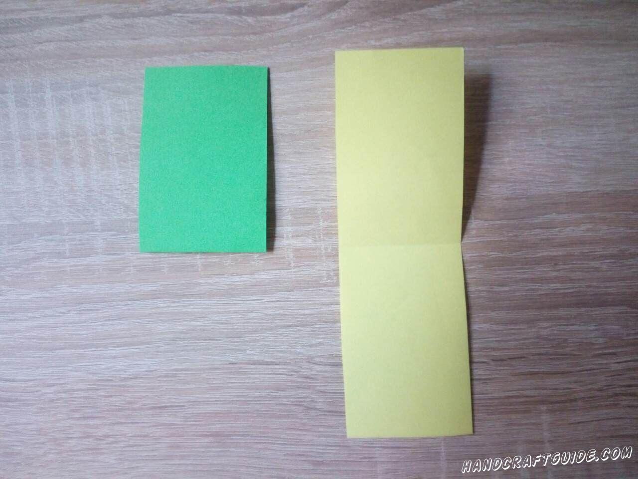 Сгибаем пополам зелёную полоску