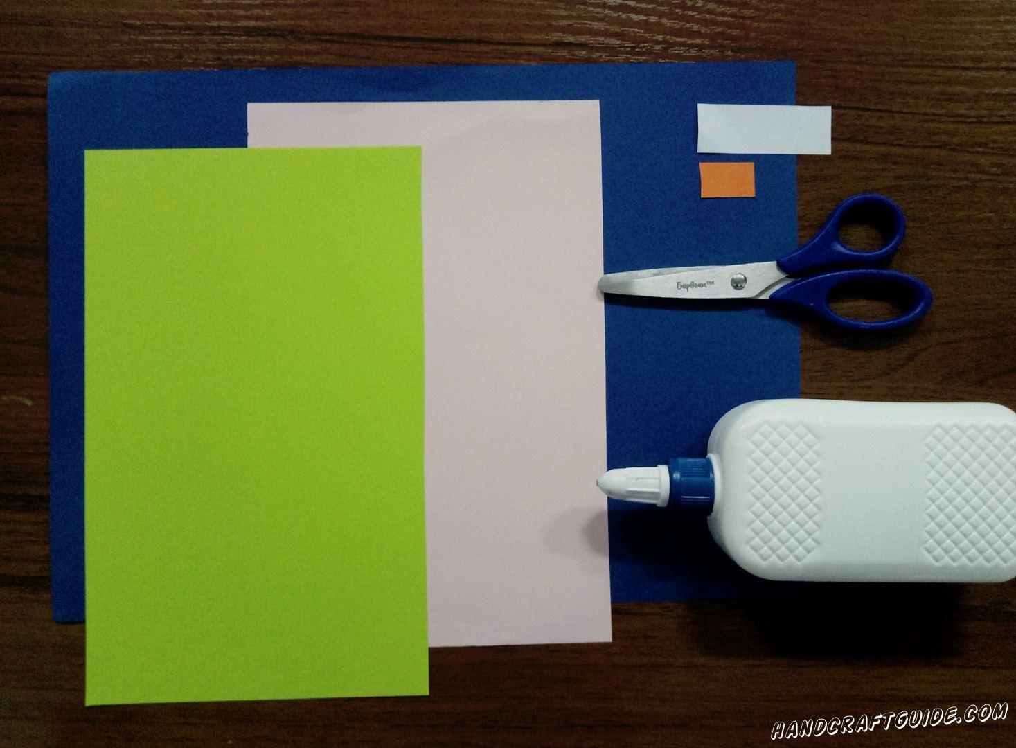 Для этого нам понадобится: Цветная бумага: салатовая, розовая, синяя, оранжевая, белая Ножницы Клей ПВА Фломастер