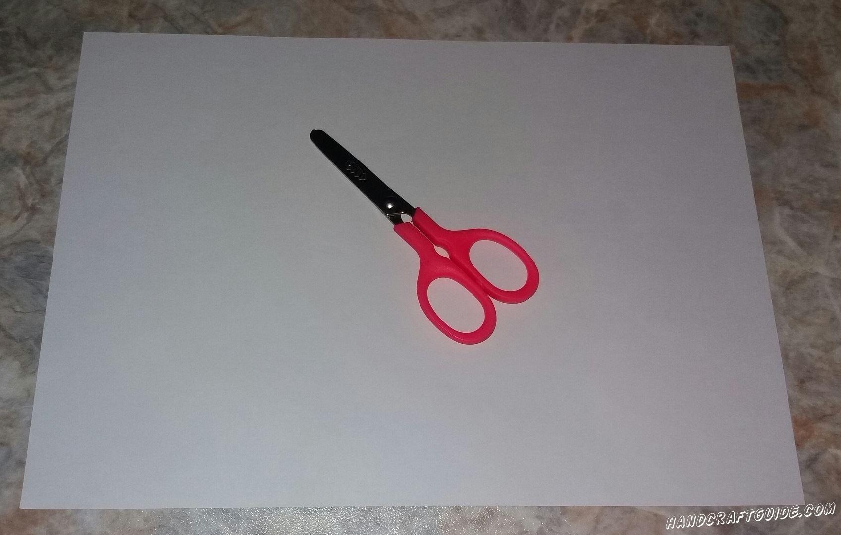 Нам понадобится лишь: Лист бумаги Ножницы