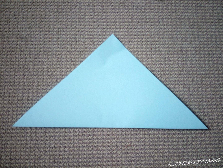 Складываем наш квадратик в треугольник