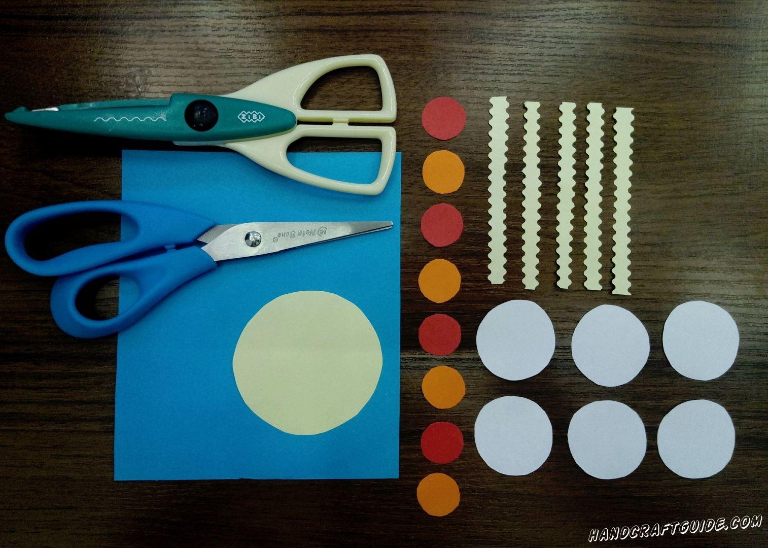 Из цветной бумаги вырезаем все необходимые нам детали, как на фото