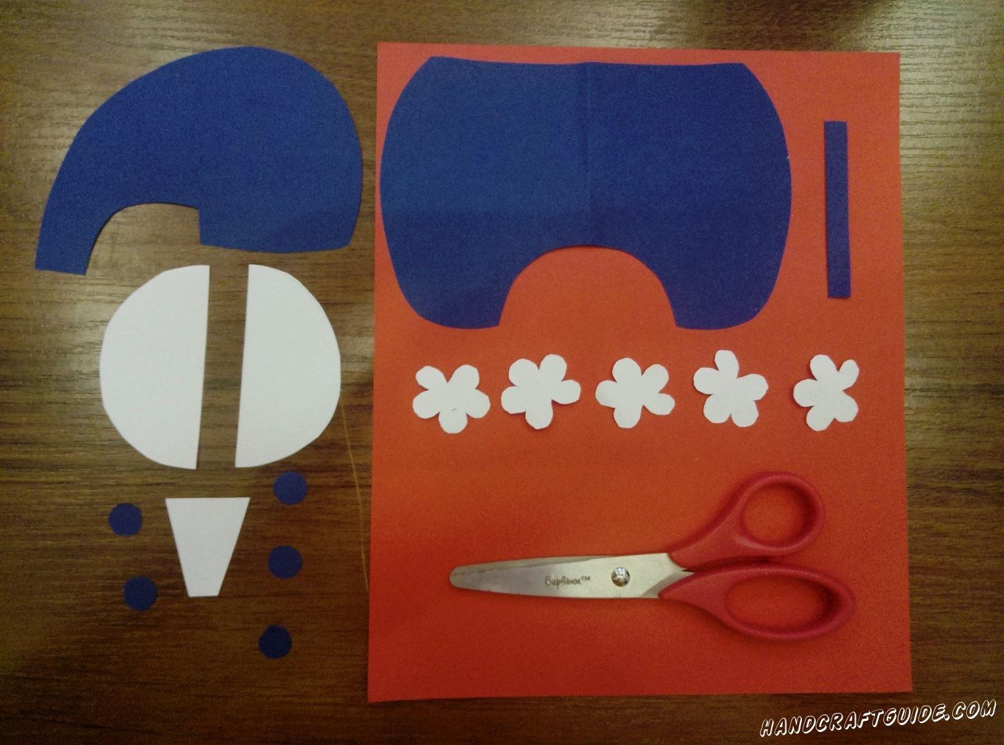 Из синей и белой бумаги вырезаем все необходимые нам детали,как на фото