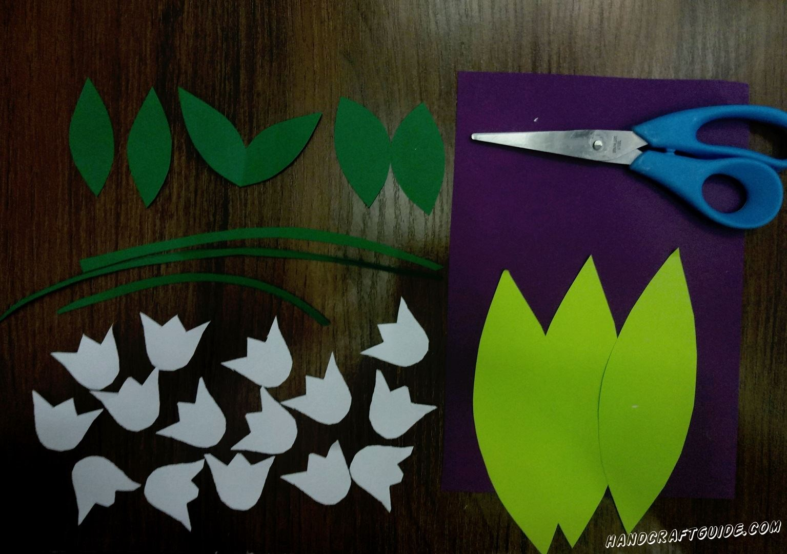 Cut all the necessary details out of color paper as shown in the photo.
