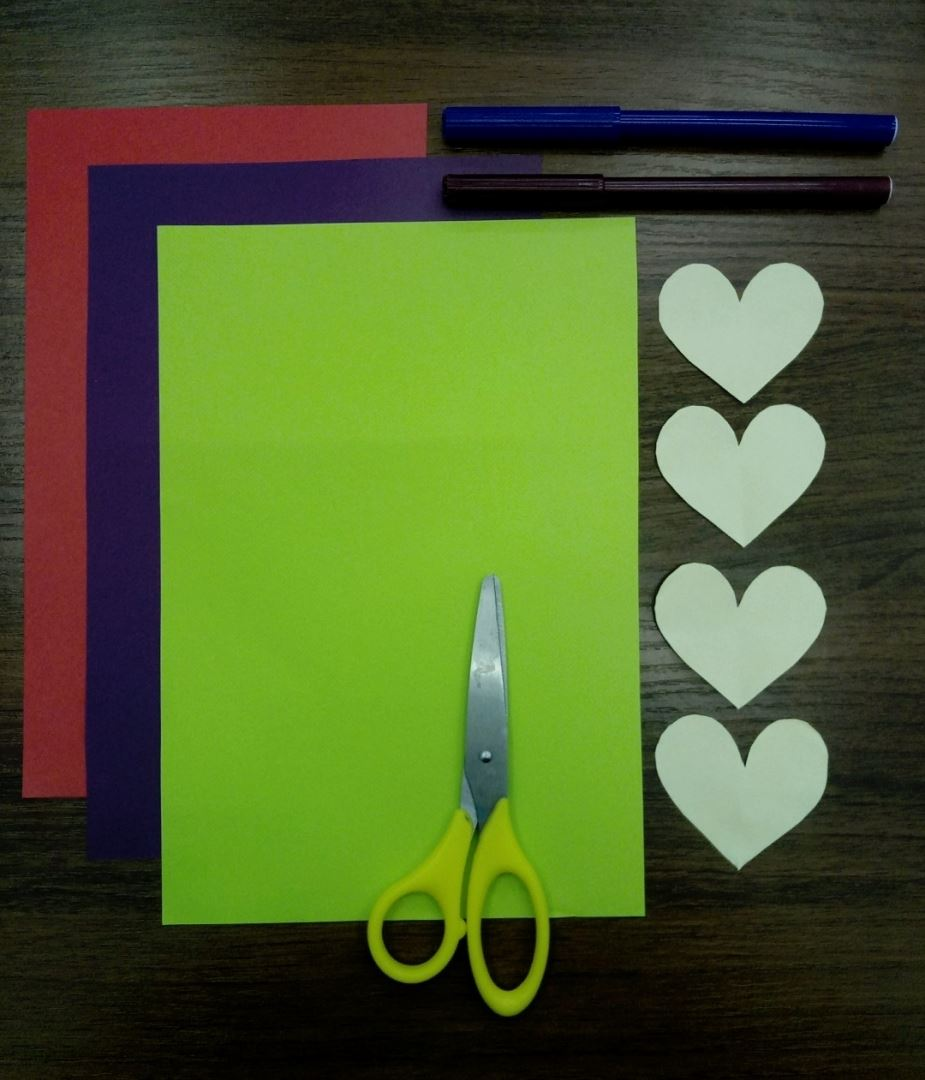 First, cut out 4 identical hearts from yellow paper. From the red paper, cut out 2 large hearts and 2 small ones. Now cut 2 medium hearts and 2 small hearts out of violet pape