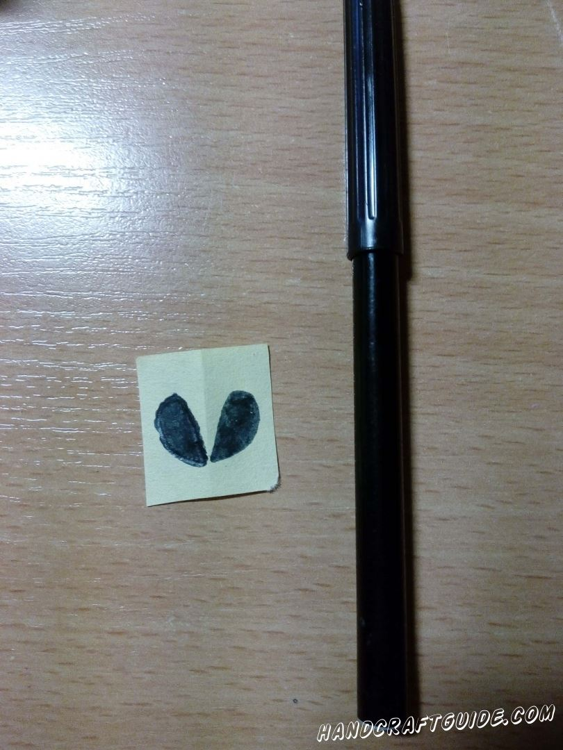 Возьмем листочек бумаги и нарисуем на нем 2 семечки