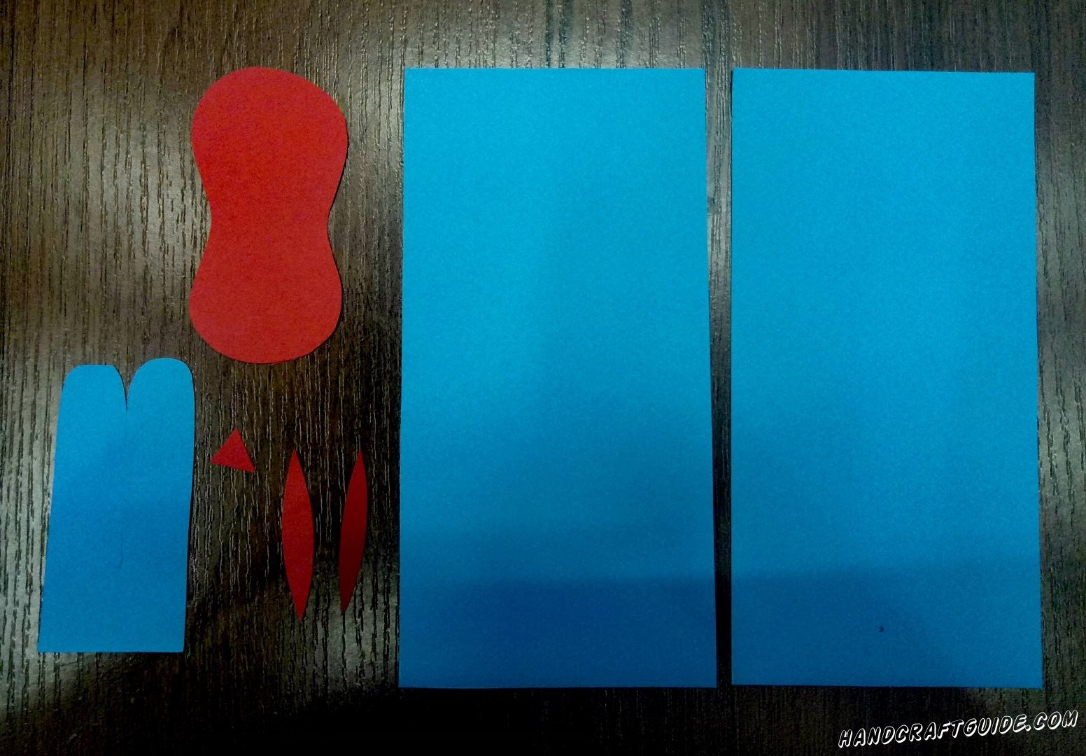 We cut the blue sheet A4 in half in length. Further parts as in the photo of blue and red paper.