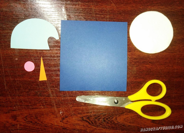 """квадрат синего цвета, белый круг, голубенькую шапочку, маленький розовый кружочек и оранжевую """"морковку""""."""