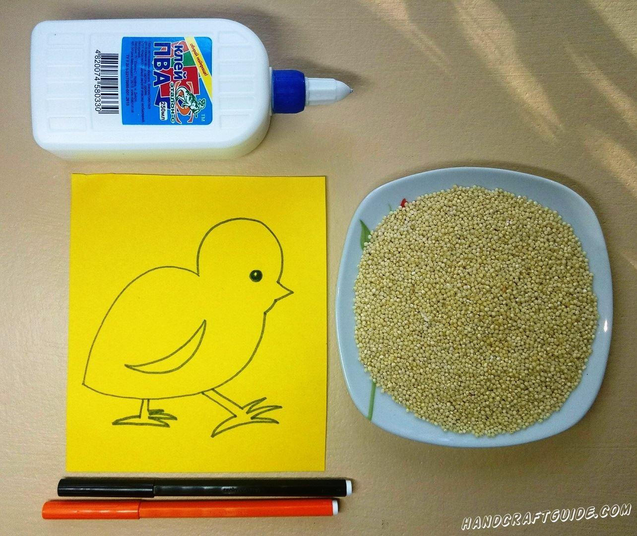 На желтом листочке бумаги мы рисуем цыплёнка, как показано на фото.