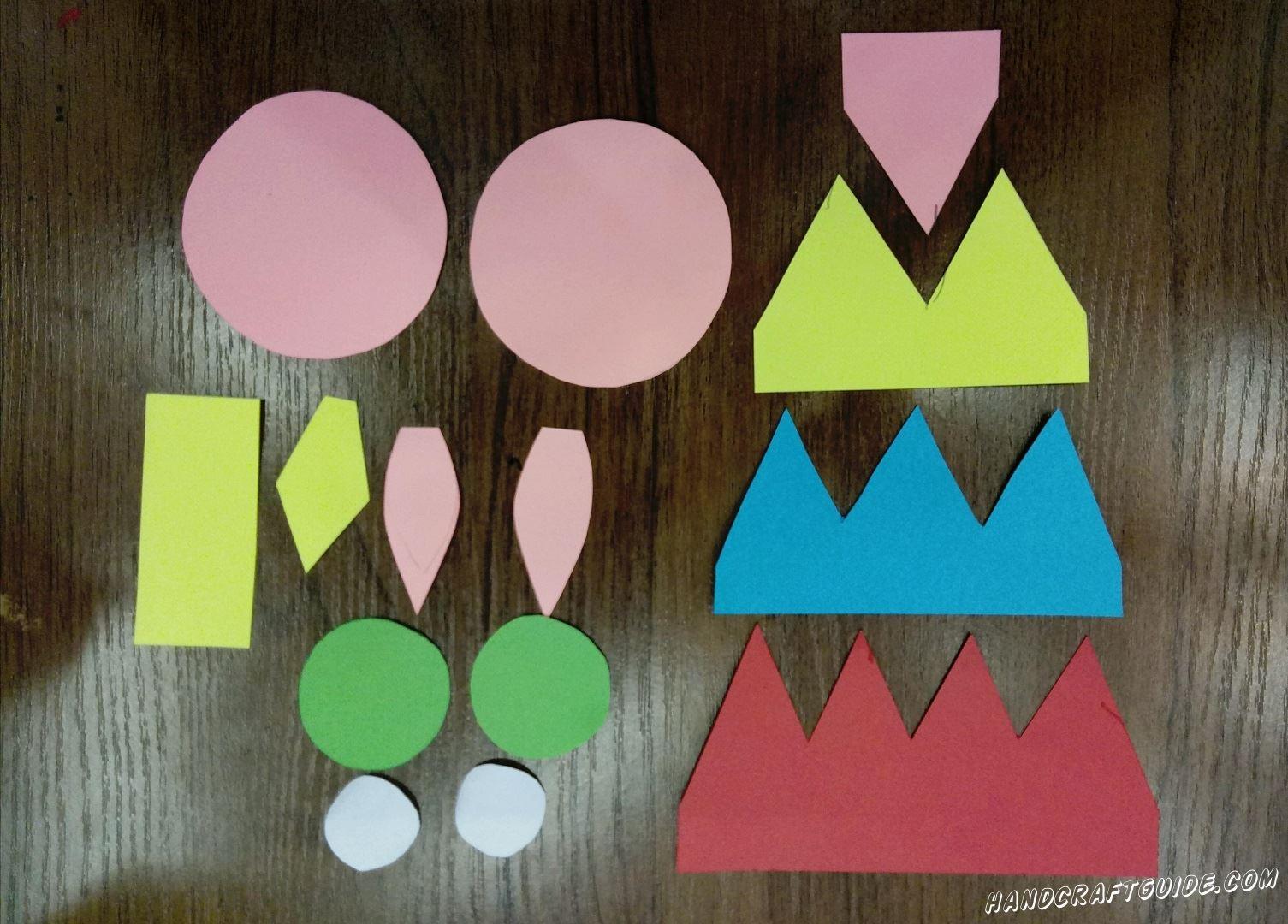 Для начала нам нужно подготовить, то есть вырезать все необходимые нам детали из цветной бумаги. Постарайтесь вырезать все детальки, как они показаны на фотографии