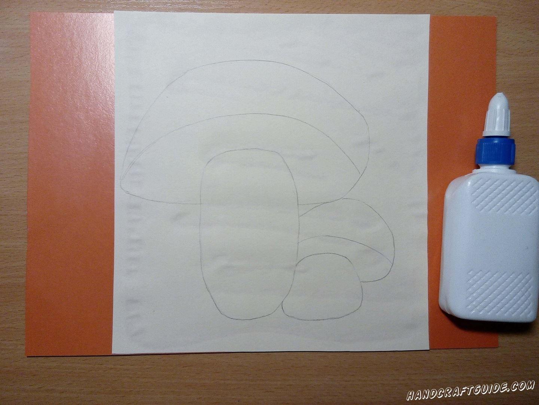Приклеиваем наш рисунок на лист картона, формата А4