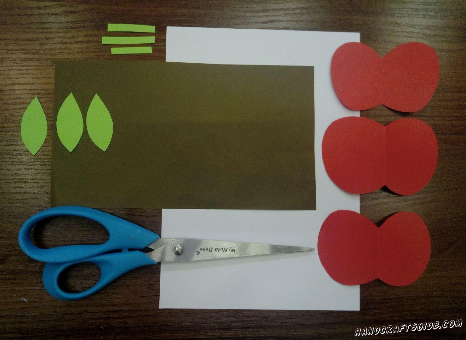 Затем, из салатовой бумаги, вырезаем лепестки и стебельки