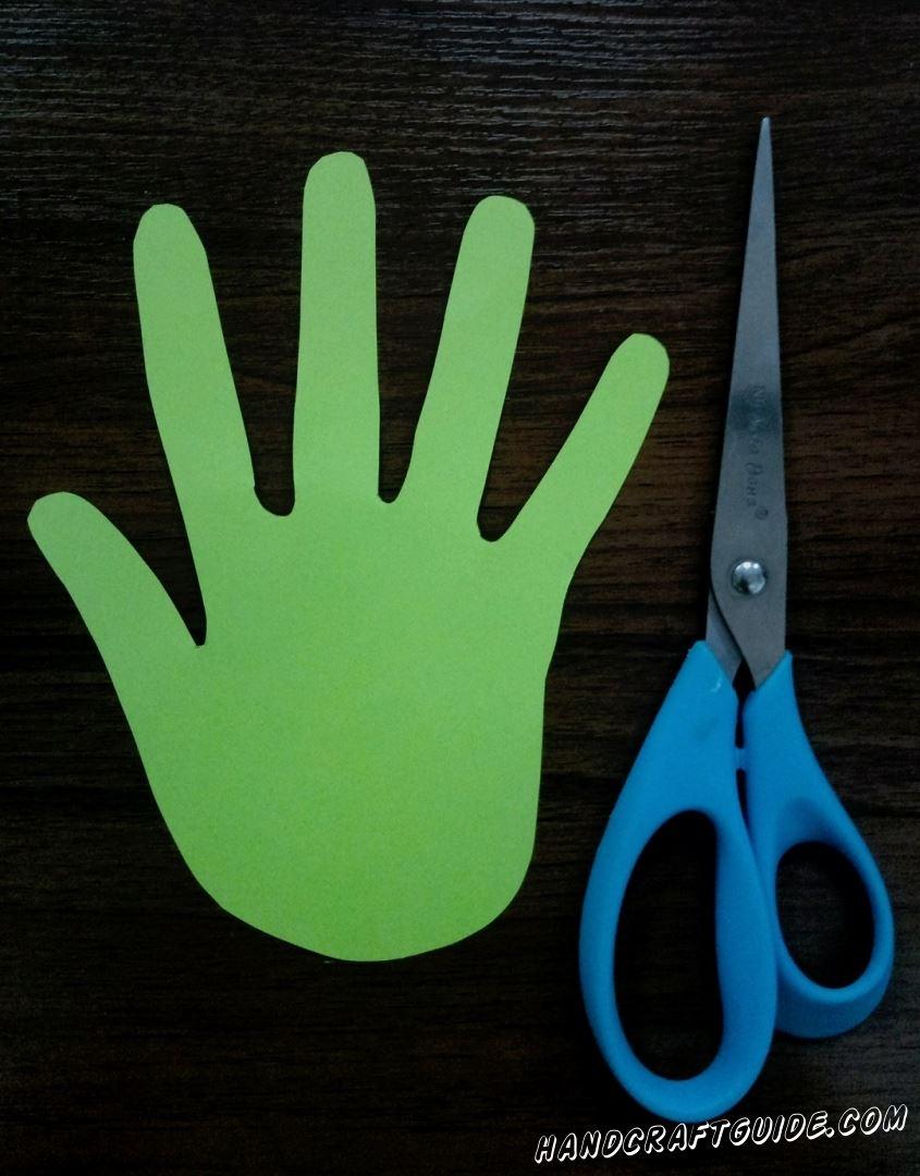 Теперь берём ножницы и вырезаем наш рисуночек