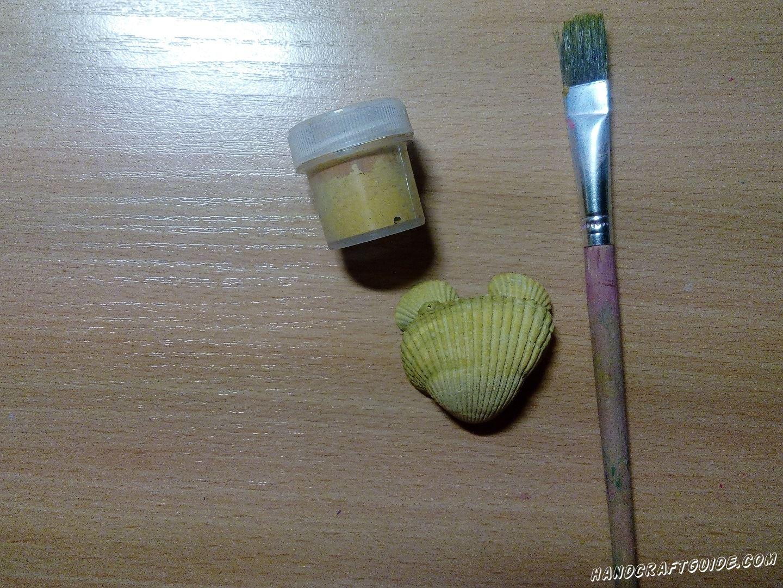 Закрашиваем ракушки желтым цветом