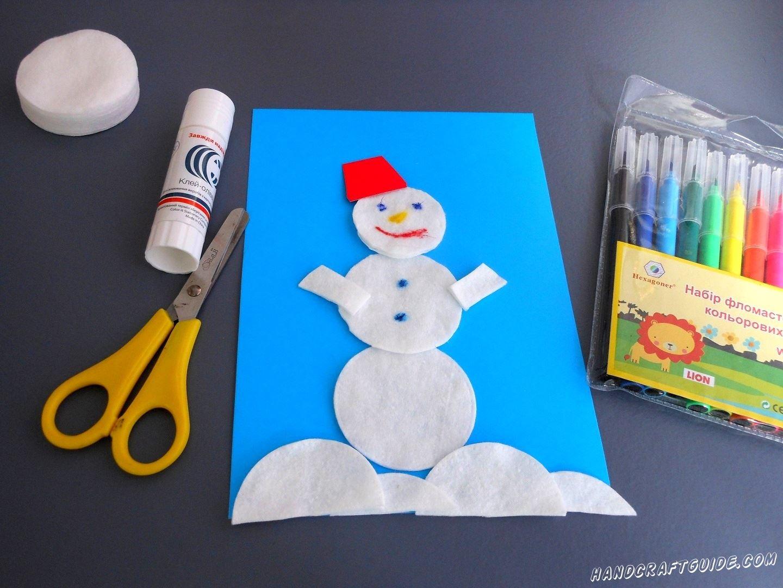 Вырезаем красную шапочку из бумаги и приклеиваем её. Осталось только разрисовывать цветными фломастерами.