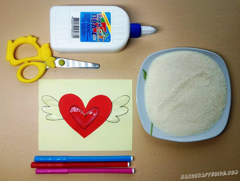 Нарисованное сердце и крылышки замазываем клеем