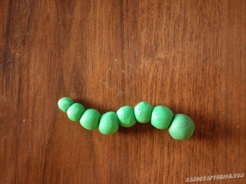 Скрепляем наши зелёные кружки от самого большого до маленького