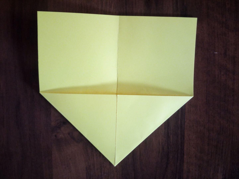 Сгибаем в треугольник верхнюю часть квадрата