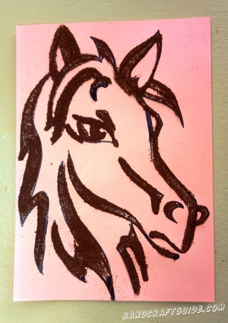 аппликация портрета лошадки из молотого кофе