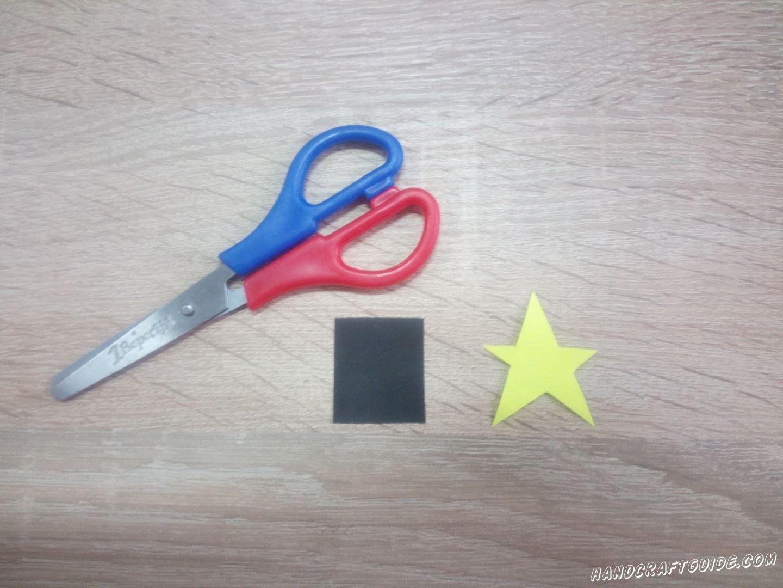 Затем вырежем чёрный квадратик и желтую звёздочку