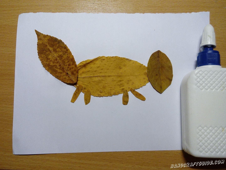 лис из осенних листьев